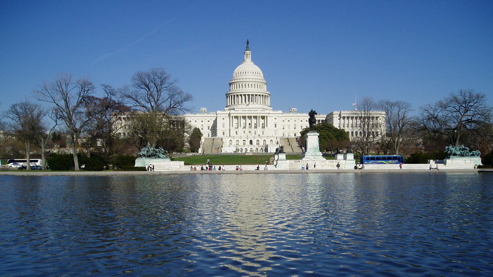 <h4>YOUR ENVIRONMENTAL WATCHDOG</h4><h5>Our Washington, D.C., team is watching the White House and regulatory agencies for any attempt to roll back protections for our water, our public lands, our coasts or our climate.</h5><em>Dokaspar, CC-BY-SA-3.0</em>